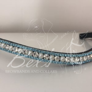 Crystal/Pearl 6mm and Aquamarine 3mm. Curved shape